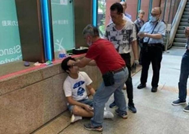 Spoil Endgame ngoài cổng rạp chiếu phim, một thanh niên Hong Kong bị đấm không trượt phát nào - Ảnh 1.