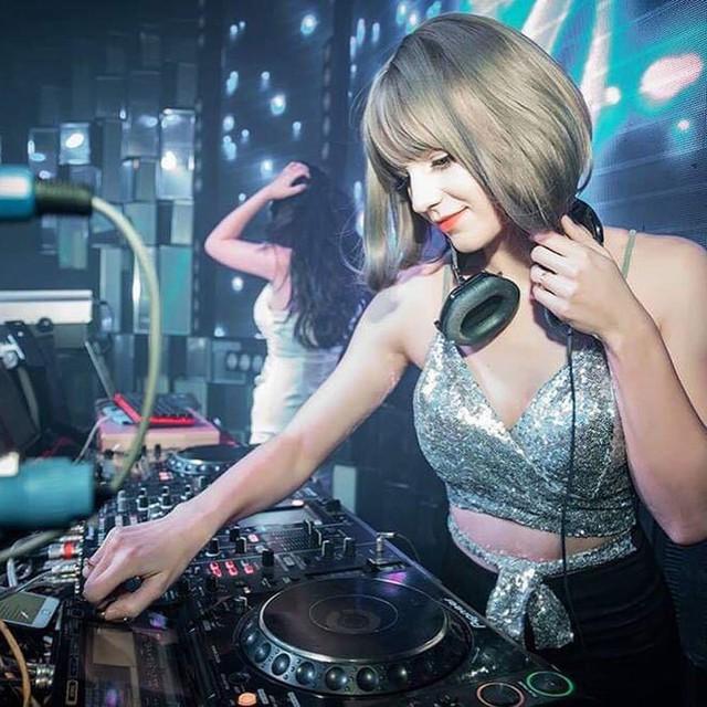 DJ Ukraine làm náo loạn Hà Nội vì xinh như thiên thần, khiến búp bê cũng phải ghen tị - Ảnh 8.