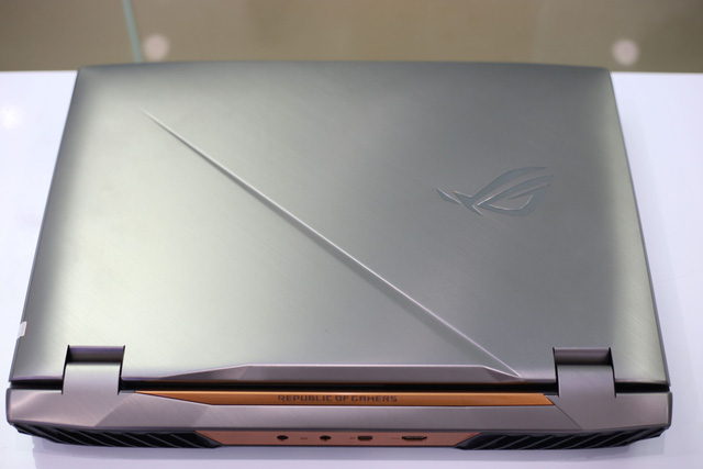 Asus ROG G703GX - Laptop gaming quái vật với CPU i9, RTX 2080 không những chơi game mượt mà còn giúp game thủ tăng cường sức khỏe - Ảnh 1.
