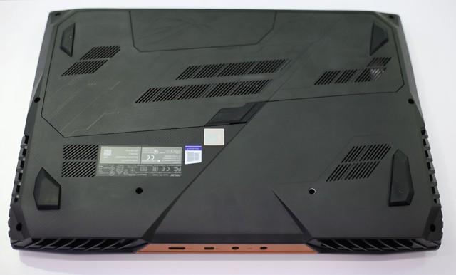 Asus ROG G703GX - Laptop gaming quái vật với CPU i9, RTX 2080 không những chơi game mượt mà còn giúp game thủ tăng cường sức khỏe - Ảnh 9.