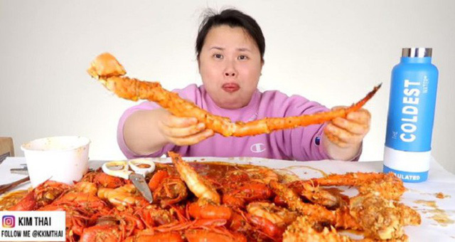 Việc nhẹ lương cao: Kiếm tiền tỷ trong 8 tháng nhờ ăn uống ngập mồm rồi đăng lên Youtube - Ảnh 2.
