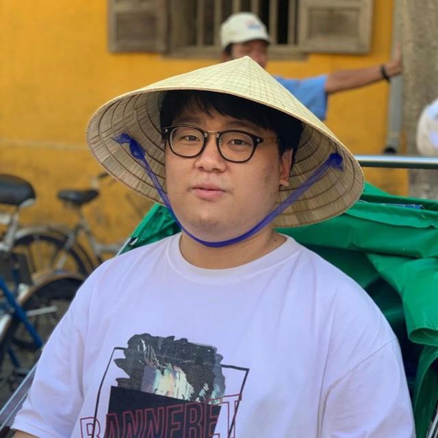 LMHT: Thần rừng Peanut và dàn hảo thủ Gen.G mặc áo hoa đội nón lá khi đến Việt Nam du ngoạn - Ảnh 3.