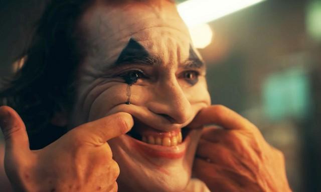 Joaquin Phoenix: Gã Joker điên loạn, khác biệt trên màn ảnh rộng lẫn cuộc sống đời thực! - Ảnh 2.