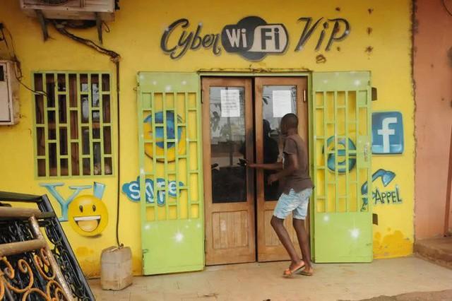 Trải nghiệm quán net ở châu Phi: Mở web mất 5 phút, có nơi thu phí cắt cổ tới 400.000 đồng/giờ - Ảnh 1.