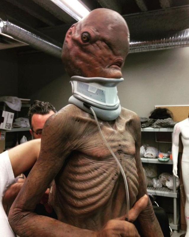 Không cần CGI, chứng bệnh lạ kỳ khiến chàng trai cao 1m98, nặng 55kg trở thành siêu sao phim kinh dị - Ảnh 23.