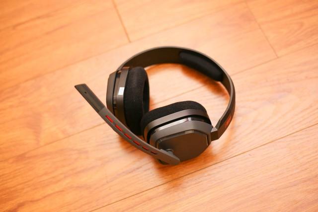 Vặn thử Astro A10, tai nghe gaming bất tử đập xoắn thoải mái cũng không sao - Ảnh 4.