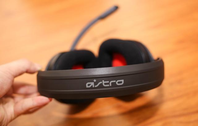 Vặn thử Astro A10, tai nghe gaming bất tử đập xoắn thoải mái cũng không sao - Ảnh 6.