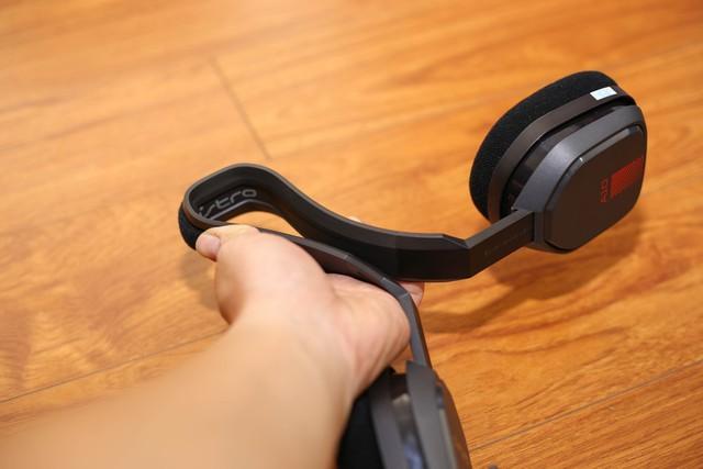 Vặn thử Astro A10, tai nghe gaming bất tử đập xoắn thoải mái cũng không sao - Ảnh 11.