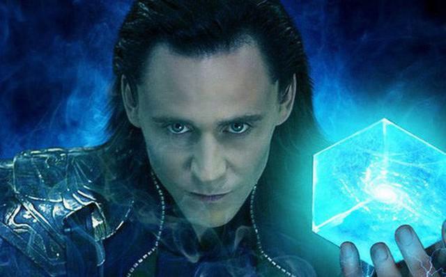 Hé lộ hình ảnh đầu tiên của Loki trong phần phim riêng, thần lừa lọc sẽ đưa khán giả về quá khứ cùng thuyết du hành thời gian - Ảnh 2.