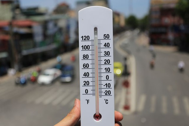 Cảnh báo thời tiết nắng nóng cho game thủ: Hà Nội oi bức 45 độ, kéo dài - Thứ 6 lại chuyển mưa giông - Ảnh 1.