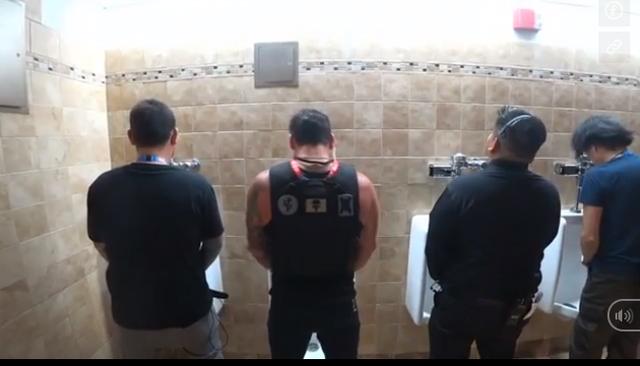 Stream cận cảnh trong WC nam, kênh của Dr Disrespect bị ban thẳng cánh - Ảnh 1.