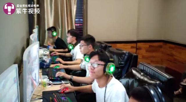 Thầy giáo nước người ta: Bỏ tiền túi khao học sinh chơi net thâu đêm ở cyber xịn xò - Ảnh 3.