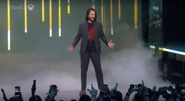 Hò hét như trẻ trâu ngay giữa buổi họp báo, nam game thủ được tặng luôn bản xịn xò nhất của Cyberpunk 2077 - Ảnh 1.
