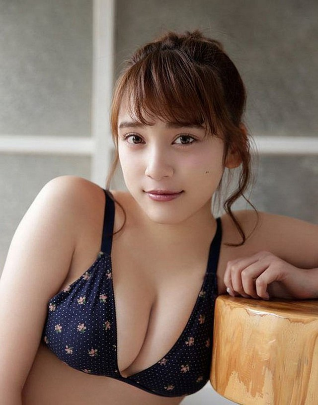 Ngơ ngẩn trước nhan sắc của hai người mẫu trẻ mới nổi có vòng một chuẩn mực nhất Nhật Bản - Ảnh 1.