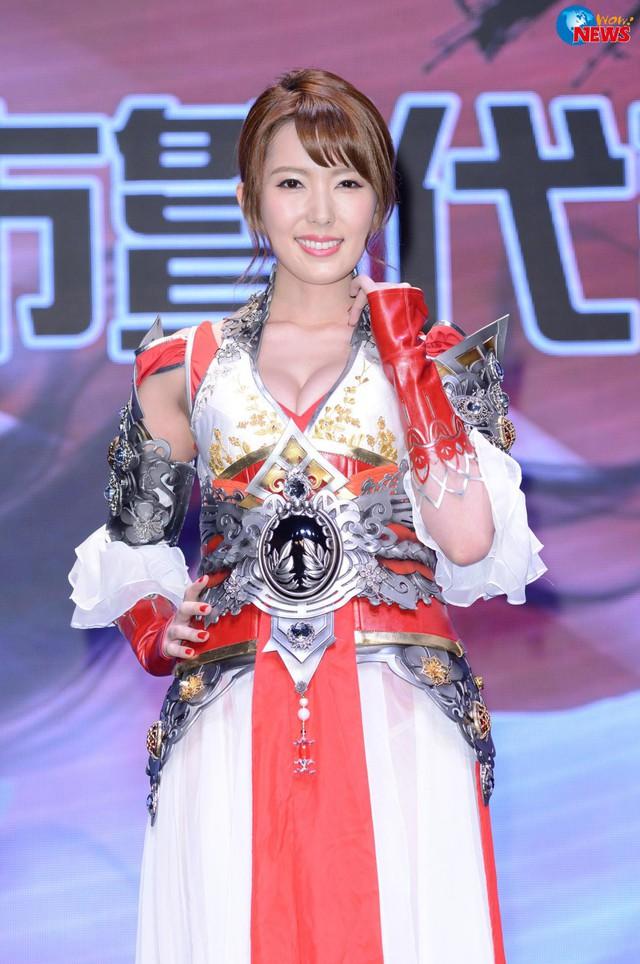 Ngắm loạt ảnh cosplay đầy nóng bỏng của nữ thần phim người lớn Yui Hatano - Ảnh 20.