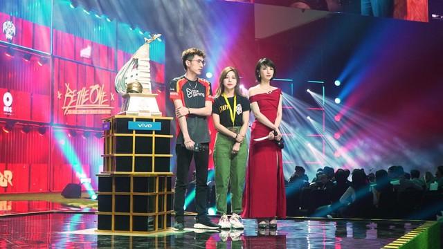 Hành trình PMCO 2019: Lá cờ Việt Nam xuất hiện tại chung kết PUBG Mobile khu vực Đông Nam Á, Top 1 đầu tiên của BOX Gaming - Ảnh 1.