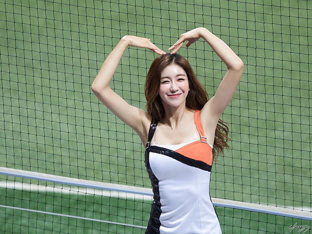 Gục ngã trước cô nàng hoạt náo viên xinh đẹp và nóng bỏng nhất Hàn Quốc - Ảnh 1.