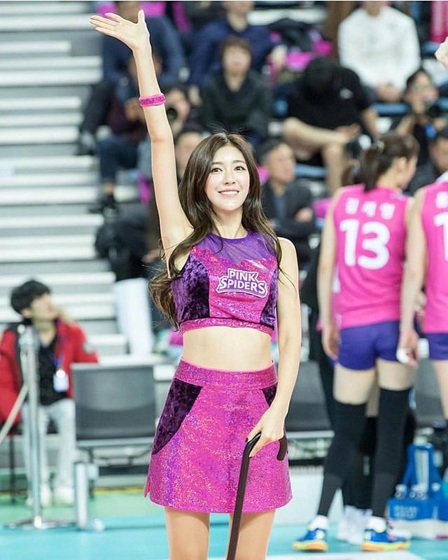 Gục ngã trước cô nàng hoạt náo viên xinh đẹp và nóng bỏng nhất Hàn Quốc - Ảnh 4.