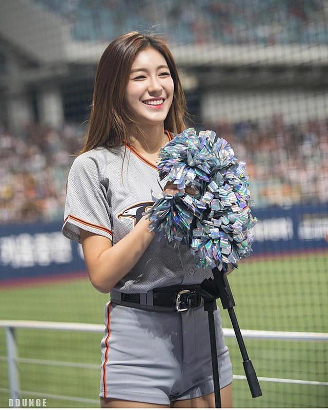 Gục ngã trước cô nàng hoạt náo viên xinh đẹp và nóng bỏng nhất Hàn Quốc - Ảnh 9.