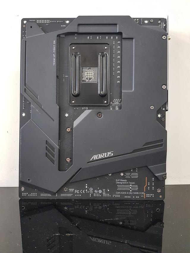 Đập hộp bo mạch chủ X570 Aorus Master: Điều khiến đội xanh lo lắng đã chính thức xuất hiện - Ảnh 4.