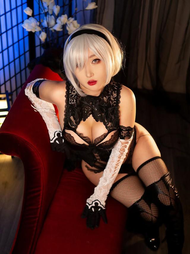 Ngắm bộ ảnh tan chảy cả mùa hè của nữ cosplayer ngực khủng RinnieRiot - Ảnh 3.