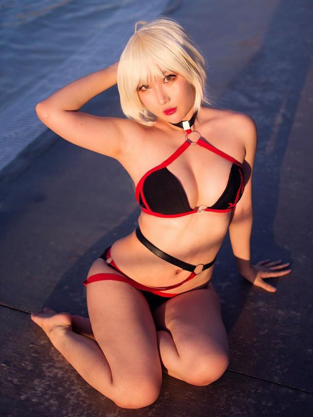 Ngắm bộ ảnh tan chảy cả mùa hè của nữ cosplayer ngực khủng RinnieRiot - Ảnh 18.