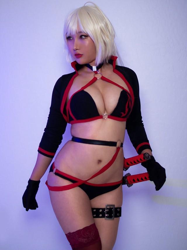 Ngắm bộ ảnh tan chảy cả mùa hè của nữ cosplayer ngực khủng RinnieRiot - Ảnh 21.