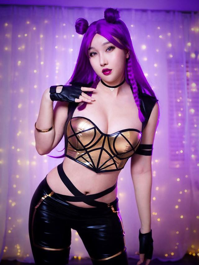Ngắm bộ ảnh tan chảy cả mùa hè của nữ cosplayer ngực khủng RinnieRiot - Ảnh 41.