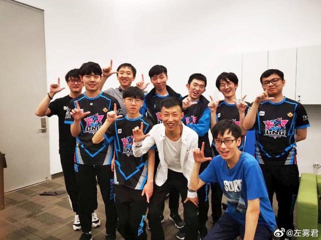 LMHT: Fan Việt vui sướng sau khi SofM đánh bại Invictus Gaming - Tầm này thì mang SKT đến đây - Ảnh 1.