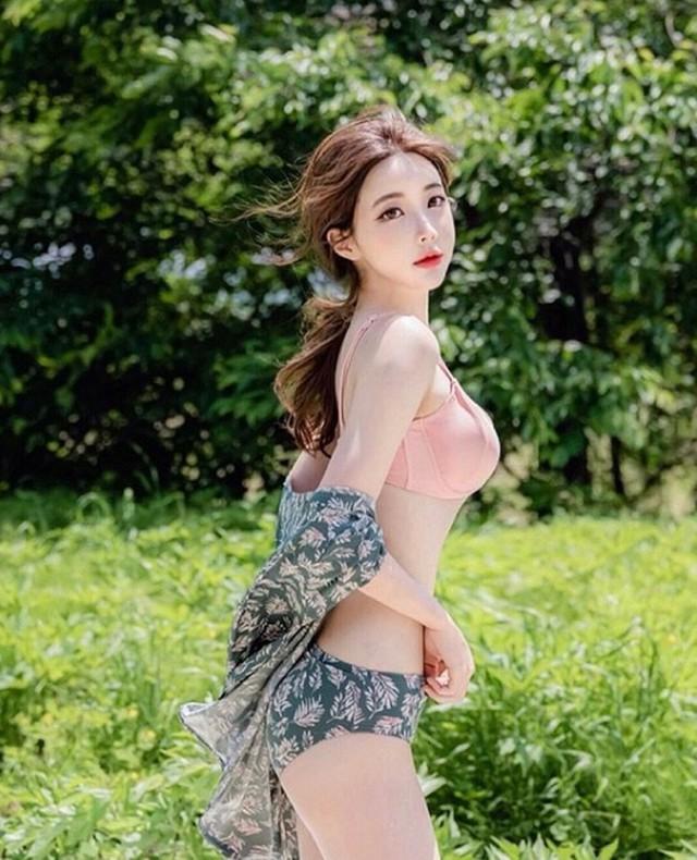 Cận cảnh hai gái xinh Hàn Quốc: Ngây thơ đời thường nhưng khi lên ảnh thì nóng bỏng hết phần người khác - Ảnh 12.