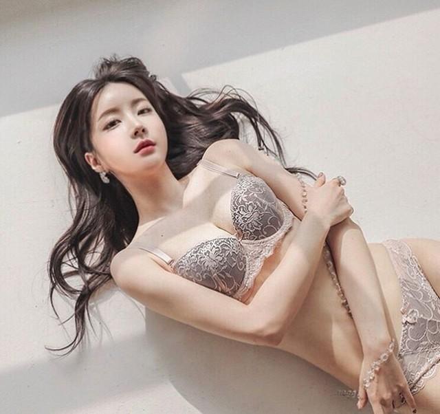 Cận cảnh hai gái xinh Hàn Quốc: Ngây thơ đời thường nhưng khi lên ảnh thì nóng bỏng hết phần người khác - Ảnh 15.