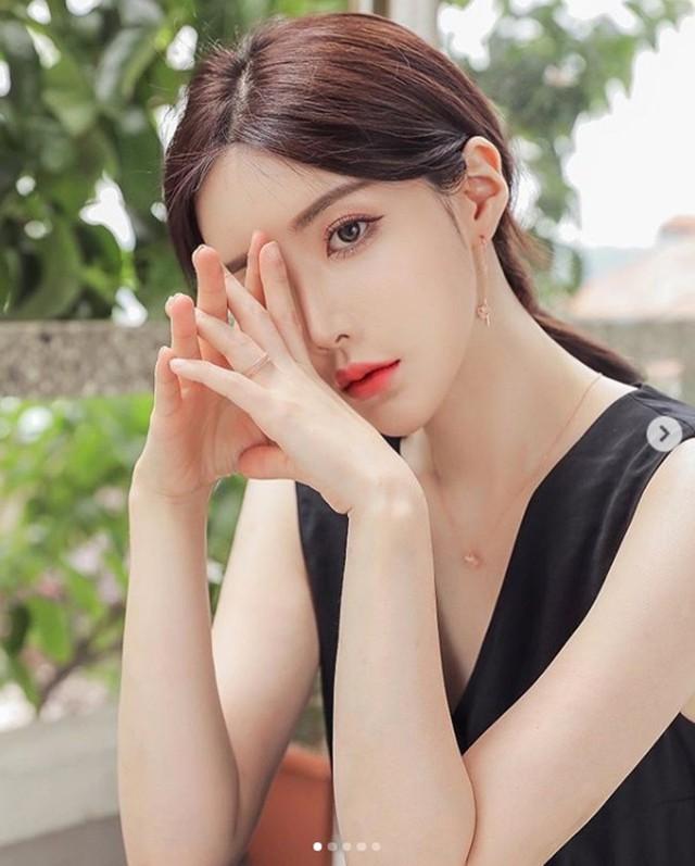 Cận cảnh hai gái xinh Hàn Quốc: Ngây thơ đời thường nhưng khi lên ảnh thì nóng bỏng hết phần người khác - Ảnh 9.
