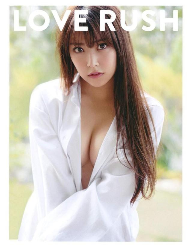 Cầm tạp chí 18+ ở sân bay, sao nữ 15 tuổi xinh đẹp nhất Hàn Quốc bị ném đá thậm tệ - Ảnh 3.