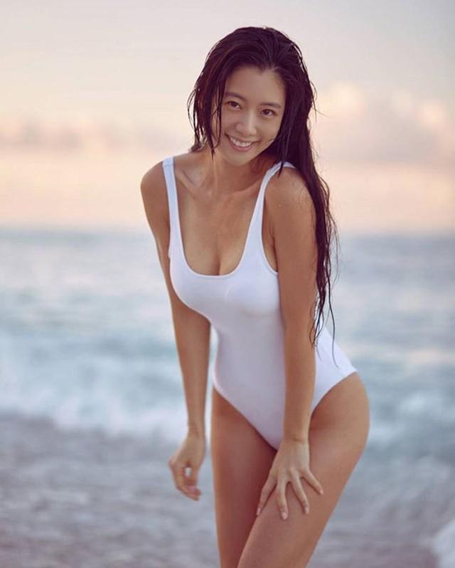 Vẻ quyến rũ của bom sex xứ Hàn, gái xinh gợi cảm tới mức bị ông chủ quấy rối gạ gẫm - Ảnh 1.