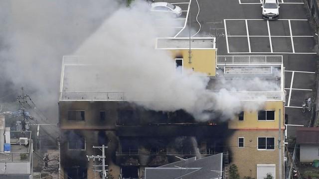 Tin buồn: Hãng sản xuất anime nổi tiếng Kyoto animation bị tấn công và đốt cháy, nhiều người thương vong - Ảnh 3.