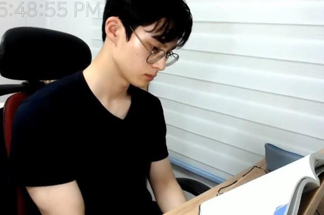 Sốc: Youtuber đẹp trai người Hàn bị gạ tình công khai: Gần 400 triệu đổi lấy một đêm vui vẻ với quý bà U30 - Ảnh 3.