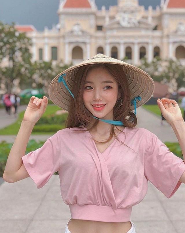Nhan sắc gợi cảm của Sura - nữ DJ nóng bỏng nhất Hàn Quốc từng tới Việt Nam biểu diễn - Ảnh 2.