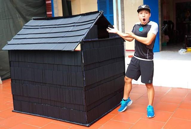 Tiếp tục xây nhà bằng 5000 cốc nhựa, NTN tự nhận mình rất thiếu ý thức - Ảnh 2.