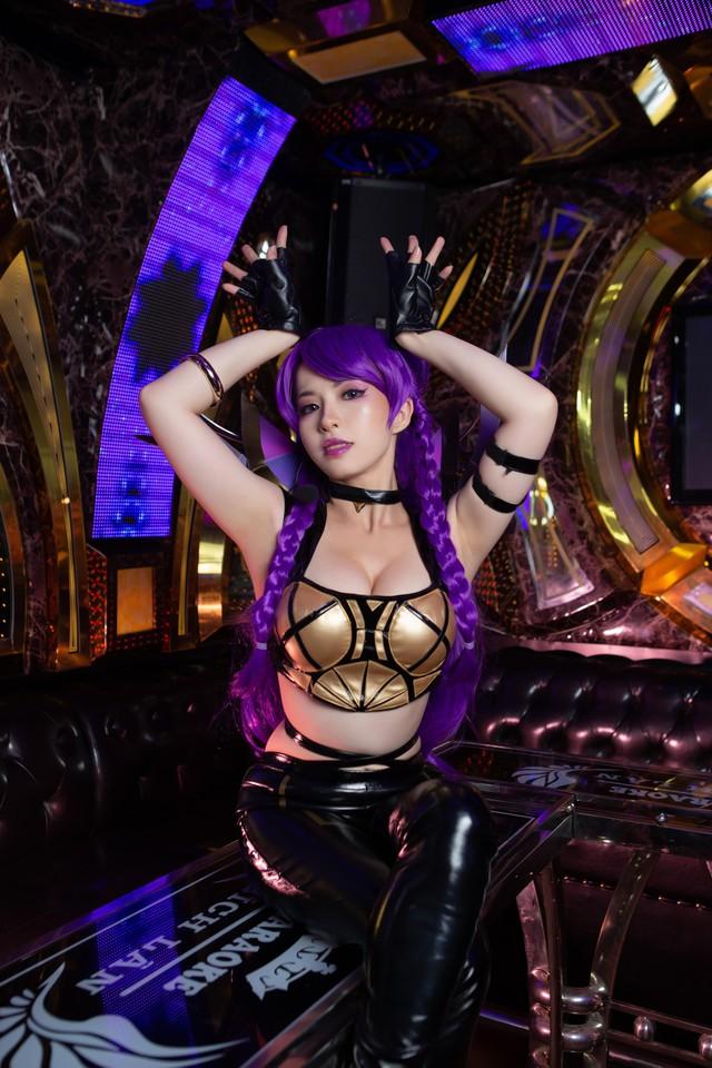 LMHT: Cộng đồng quốc tế khen nức nở nữ Cosplayer Việt hóa thân xuất sắc trang phục KDA KaiSa - Ảnh 1.