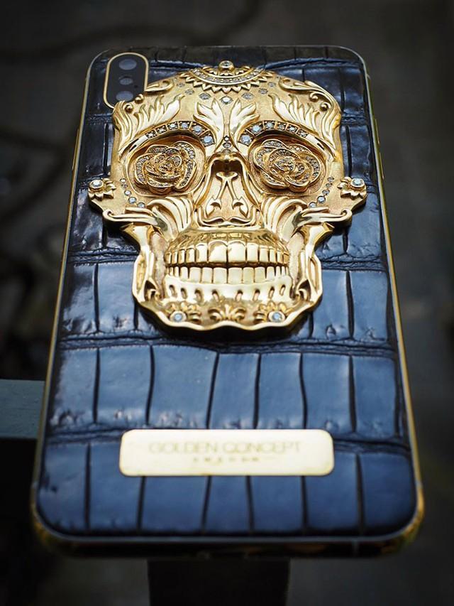 Cận cảnh chiếc iPhone xịn nhất thế giới: Bọc da cá sấu, mạ vàng 18K, nạm trăm viên kim cương - Ảnh 5.