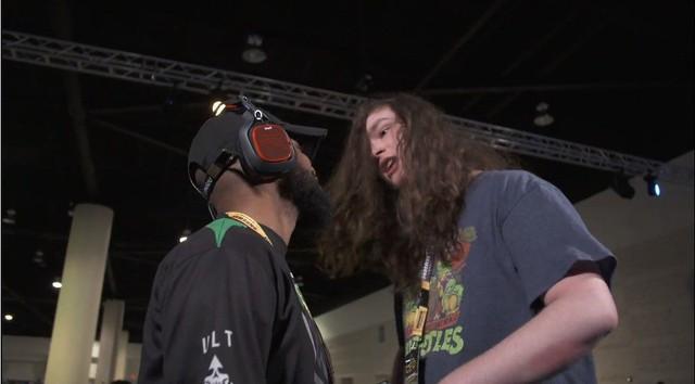 Nhập tâm khi thi đấu Mortal Kombat, hai game thủ suýt thì lao vào combat ngoài đời thật - Ảnh 2.