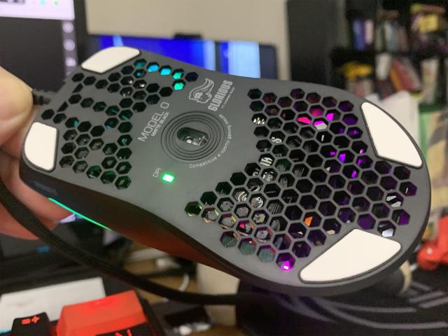 Đây là con chuột chơi game nhẹ nhất thế giới, chỉ có điều nó rất nhiều lỗ - Ảnh 3.