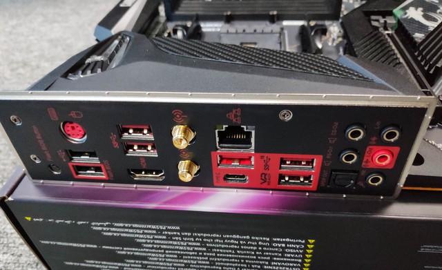 Cận cảnh cặp đôi MEG X570 ACE và MPG X570 Gaming Pro Carbon - Bo mạch chủ tuyệt phẩm đón đầu Ryzen 3000 của MSI - Ảnh 10.