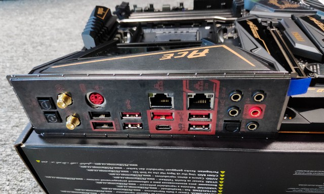 Cận cảnh cặp đôi MEG X570 ACE và MPG X570 Gaming Pro Carbon - Bo mạch chủ tuyệt phẩm đón đầu Ryzen 3000 của MSI - Ảnh 21.