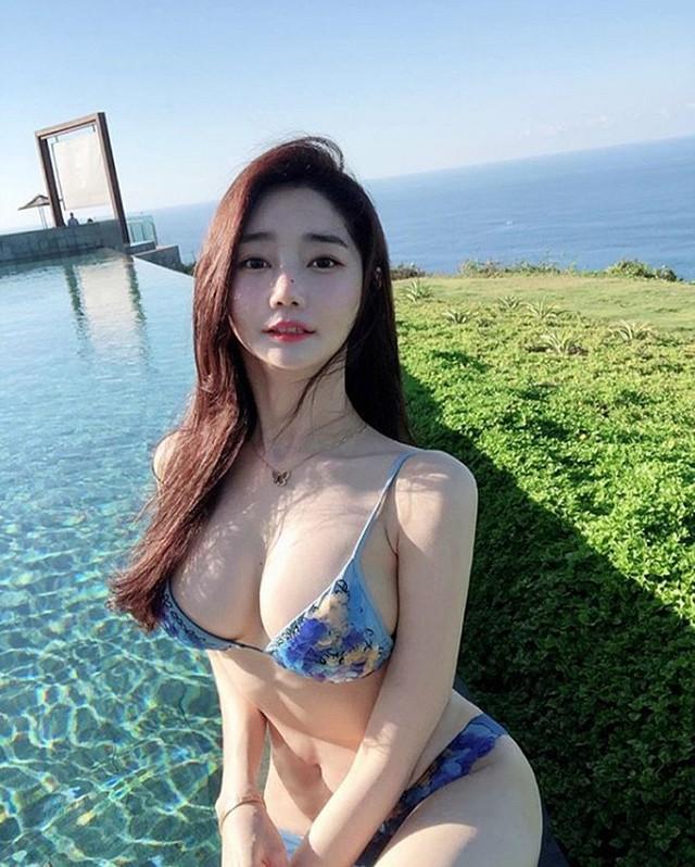 Nhan sắc của hai gái xinh trên mạng xã hội Hàn Quốc - thần vệ nữ khiến cánh đàn ông phải quỳ gối xin hàng - Ảnh 1.
