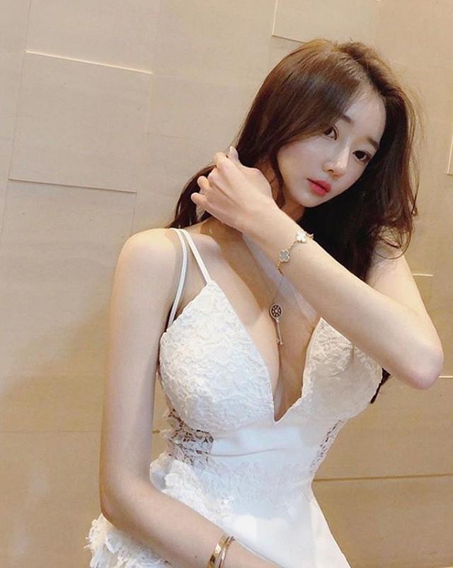Nhan sắc của hai gái xinh trên mạng xã hội Hàn Quốc - thần vệ nữ khiến cánh đàn ông phải quỳ gối xin hàng - Ảnh 9.