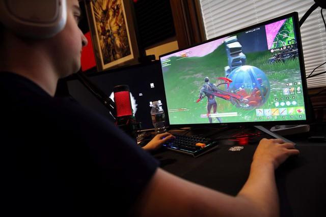 Ông bố của năm: Bỏ ra 700 triệu mua dàn máy, định hướng con bỏ học để làm game thủ - Ảnh 3.