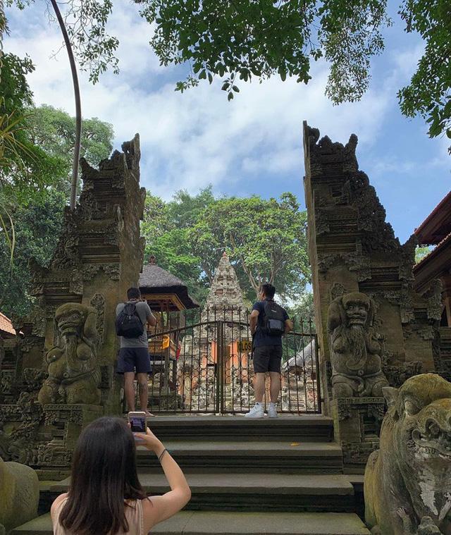 Dùng nước thiêng ở ngôi đền nổi tiếng Bali để… rửa mông, cặp người mẫu nhận chỉ trích gay gắt từ cộng đồng mạng - Ảnh 11.