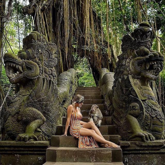 Dùng nước thiêng ở ngôi đền nổi tiếng Bali để… rửa mông, cặp người mẫu nhận chỉ trích gay gắt từ cộng đồng mạng - Ảnh 8.