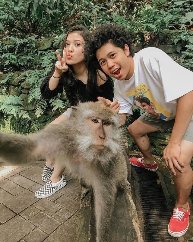 Dùng nước thiêng ở ngôi đền nổi tiếng Bali để… rửa mông, cặp người mẫu nhận chỉ trích gay gắt từ cộng đồng mạng - Ảnh 9.